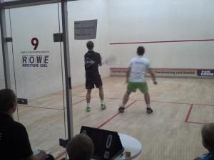 Baab (re.) beim Erstrundenspiel gegen Florian Silbernagl