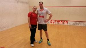 Stefan Sacher, hier mit Nina Fichler, bleibt den HOTSOX auch in der Oberliga Treu