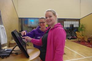 Corinna Morbach (li.) und Nina Fichler greifen bei den Damen beide für FS Böblingen zum Racket!