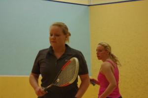 Nina Fichler machte bereits bei den Heilbronn Squash Open Bekanntschaft mit der deutschen Damen-Spitze! Hier in Person von Sharon Sinclair