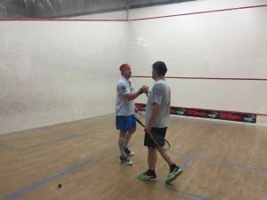 Stefan Sacher beim Handshake mit Martin Augst nach dem Finalsieg